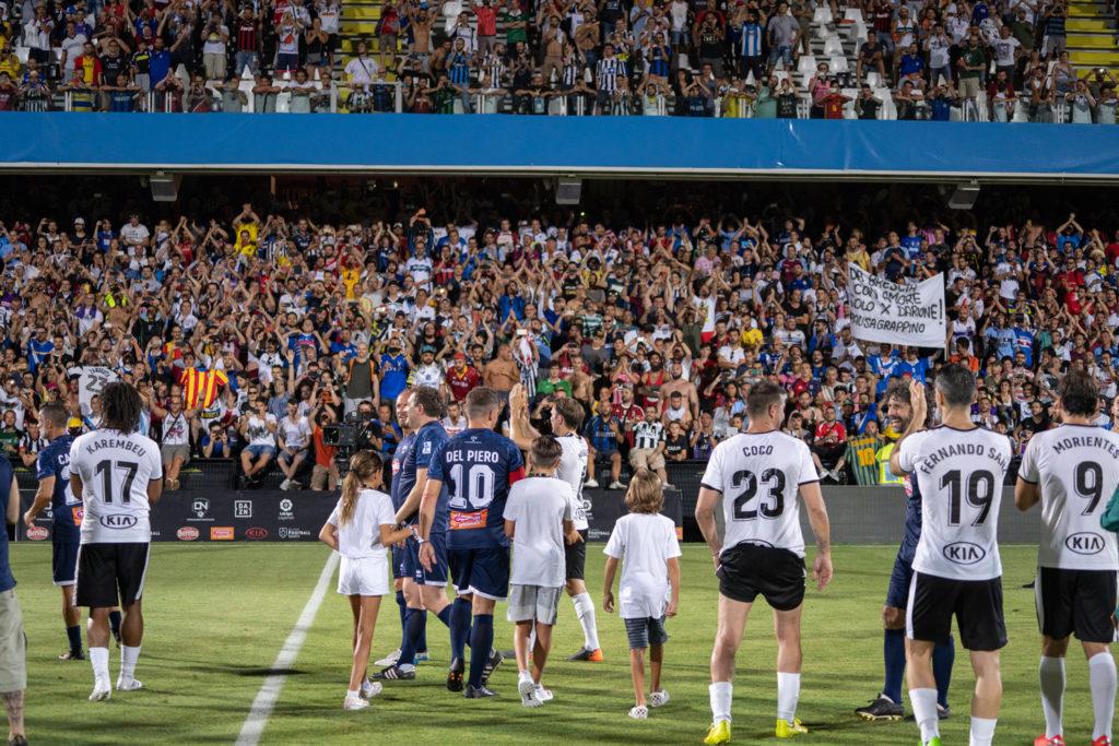 I calciatori ringraziano i fan