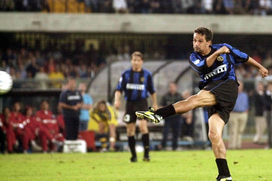Roberto Baggio segna il gol che manda l'Inter in Champions League