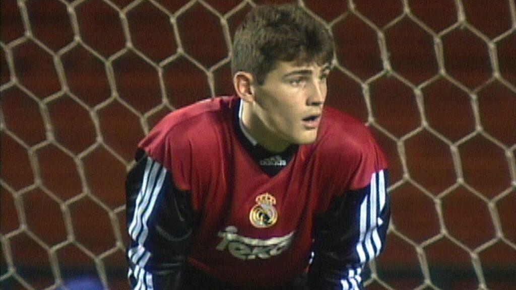 Un giovanissimo Iker Casillas difende i pali delle Merengues
