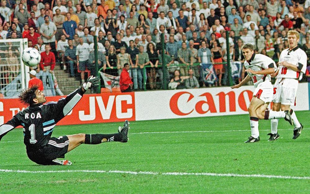 Miachael Owen segna uno dei gol più belli in Coppa de Mondo